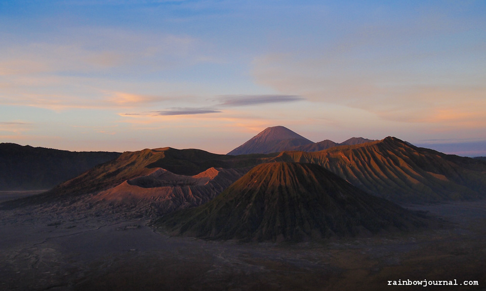 Visual Journey – Mt. Bromo: Watching the Sunrise and Crossing the Sea of Sand