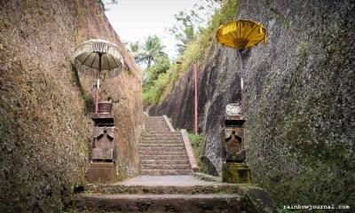 The last few of the 300+ steps leading down to the temple complex is quite dramatic.