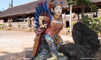Some of the colorful statues inside Pura Ulun Danu Batur