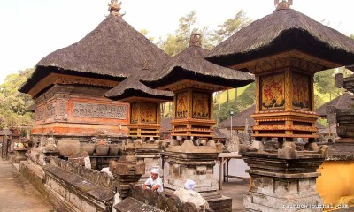 One of the many courtyards inside Tirta Empul in Bali.