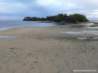 The sand at Tandoyong Island is not as fine as Tondol White Sand Beach