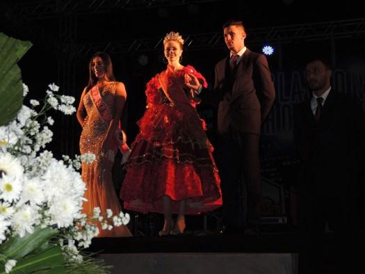 A miss S. João e a Rainha das Rosas sendo apresentadas