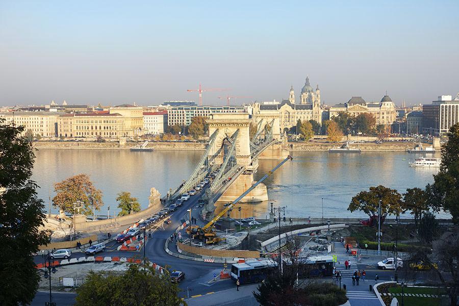 布達佩斯   塞切尼鎖鏈橋 Széchenyi lánchíd 古老壯闊的多瑙河大橋