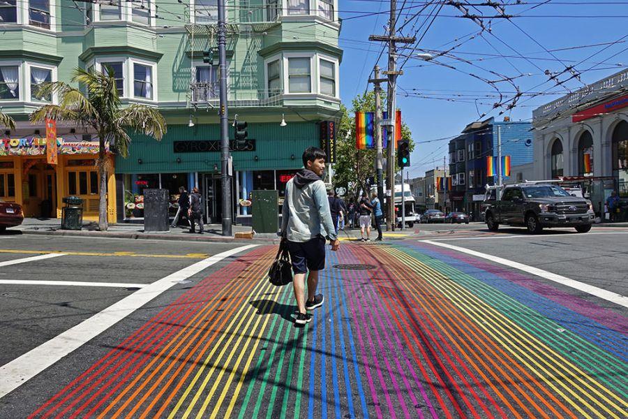 舊金山   卡斯楚街 The Castro 彩虹同志村 – 自由大道上的 LGBT 六彩斑馬線