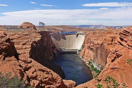 亞利桑那 | Glen Canyon Dam Overlook 格蘭峽谷大壩最佳觀賞點,荒漠中的水壩