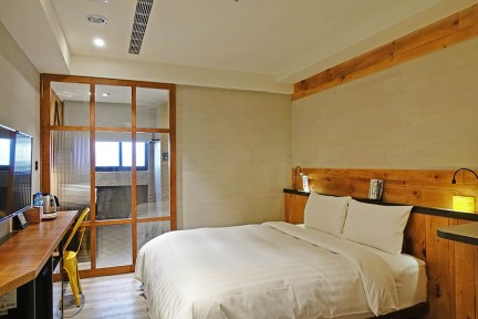台中田中央旅店 Old School Hotel 早餐吃在地排隊名店,輕工業風格住宿推薦
