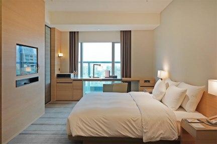 和逸飯店高雄中山館 Cozzi Kaohsiung 三多商圈高樓層景觀飯店,景隅客房住宿分享