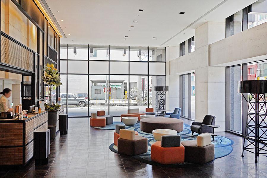 高雄喜迎旅店 Greet Inn,市議會捷運2分鐘,莫蘭迪優雅配色品味住宿