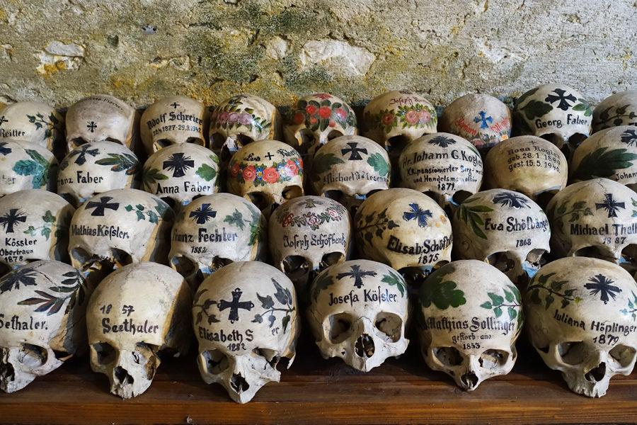 哈修塔特人骨屋 Das Beinhaus Von Hallstatt 彩繪骨頭與人們的愛