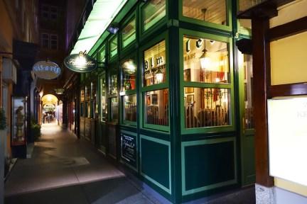 【維也納 Vienna】百年老店 Figlmüller 巨無霸炸豬排 傳統國民美食