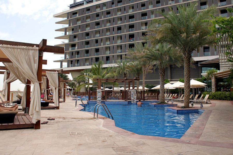 阿布達比住宿 Radisson Blu Hotel Abu Dhabi Yas Island 鄰近機場、法拉利樂園