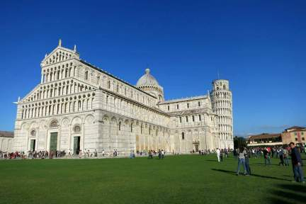 比薩斜塔 Torre pendente di Pisa - 義大利的奇蹟建築,蓋壞也要攻頂!! (影片)