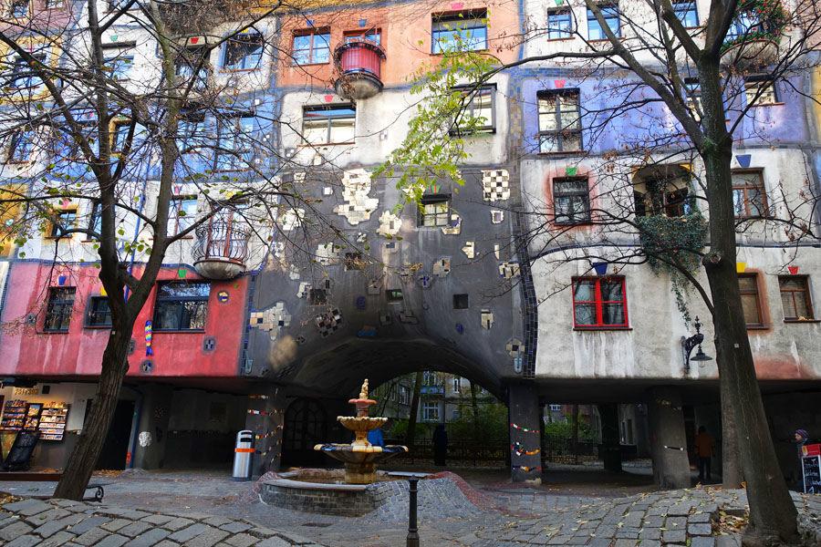 【維也納 Vienna】百水公寓 Hunderwasserhaus 人類與自然共生的彩色童話 x 百水村 Hunderwasse Village