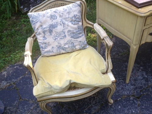 French Country Chair Makeover {rainonatinroof.com} #frenchcountry #makeover