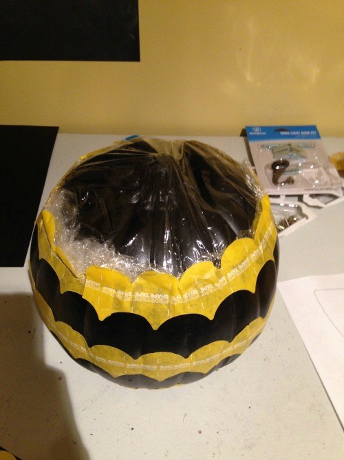 Scalloped Pumpkins {rainonatinroof.com} #scallop #pumpkin #halloween #frogtape #shapetape