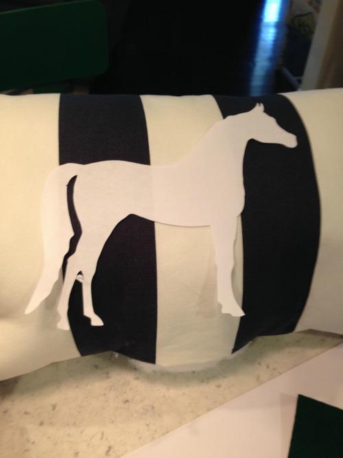 DIY Horse Silhouette Pillow via rainonatinroof.com #silhouette #horsepillow