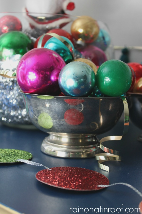Quick and Simple Holiday Decorating {Holiday Home Tour} via rainonatinroof.com #holidaydecorating