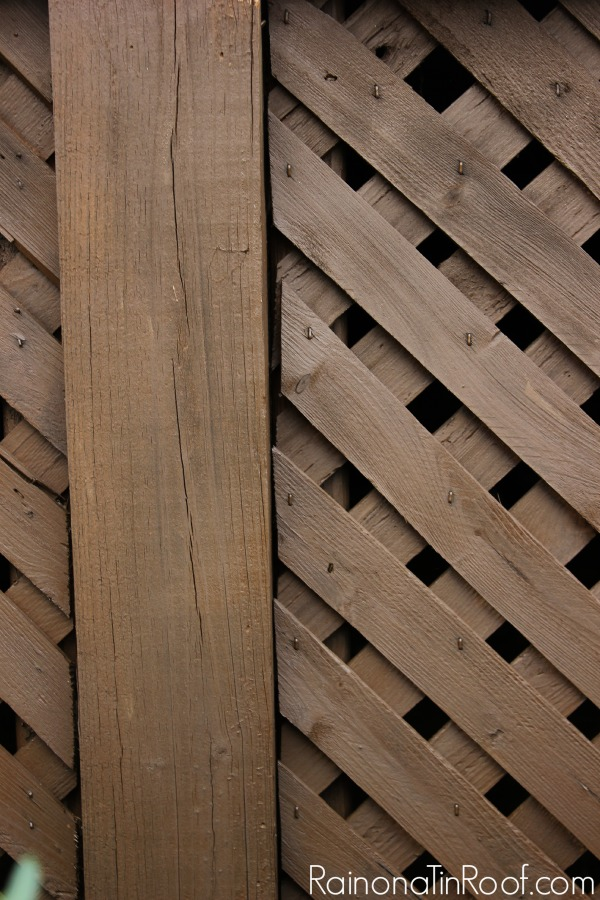 How to Stain Wood the Easy Way {Lattice Refresh} via RainonaTinRoof.com #stain #wood #lattice #Thompsons