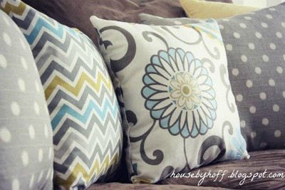 Living Room Pillows - mixing and matching