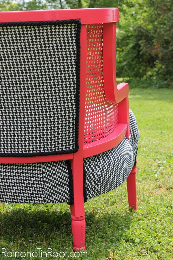 Pink & Houndstooth Vintage Chair Makeover {Roadside Find} via RainonaTinRoof.com #chairmakeover #houndstooth #coral #pink #roadsidefind #vintage
