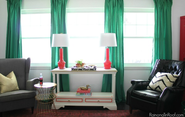 Living Room Design Ideas: Kelly Green Curtains with Coral Lamps