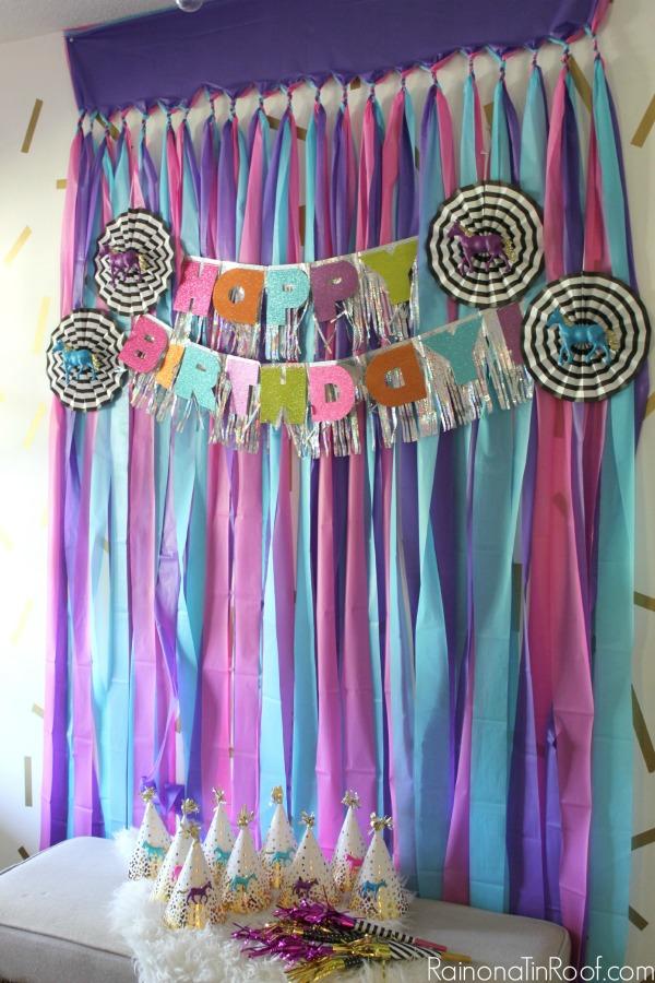 DIY Party Background / DIY Party Decor / Horse Birthday Party / DIY Party Backdrop