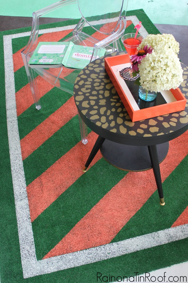 Wall paint design ideas with tape - painted stripes on astroturf