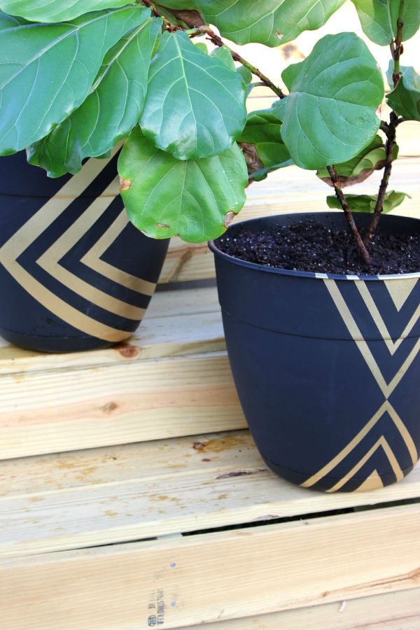Wall Painting Ideas and Paint Designs ANYONE Can Do! This article is FULL of DIY painting ideas including wall painting techniques, wall painting designs and other painting ideas like these DIY painted planters!