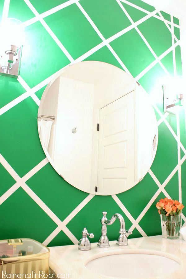 Painting Designs for Your Walls - green and white lattice wall in a bathroom