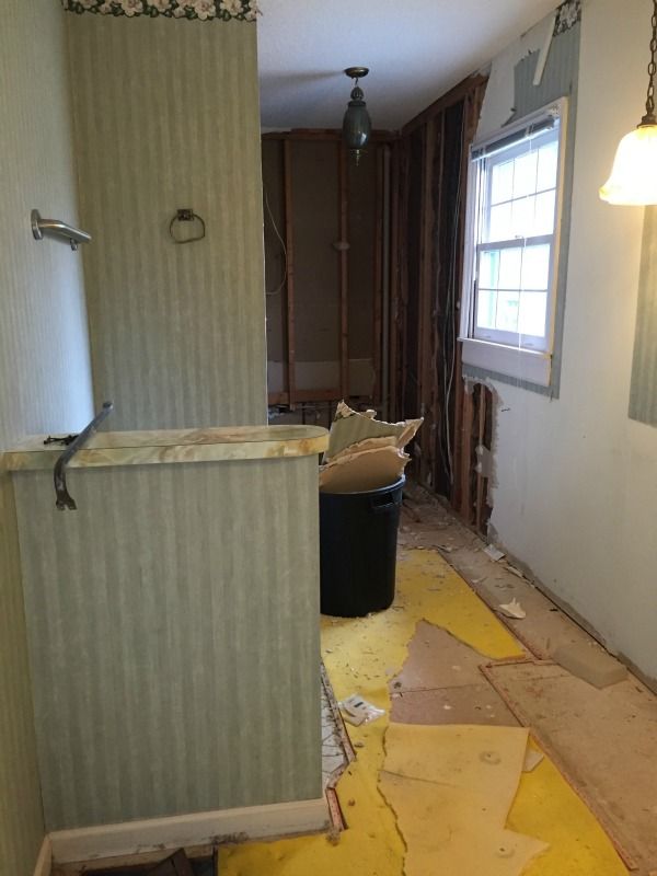 The Bathroom During - How to Choose the Right Contractor