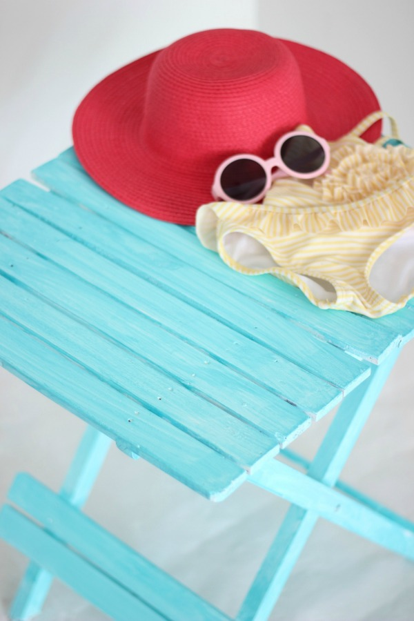 Oh my goodness! If you love the beachy washed out look in home decor, then you have to see this! It's so easy! How to Create a Beachy Colored Look with Paint   Beach Decorating   Nautical Decor   Ocean Living   Beach Living   Aqua   Furniture Makeover