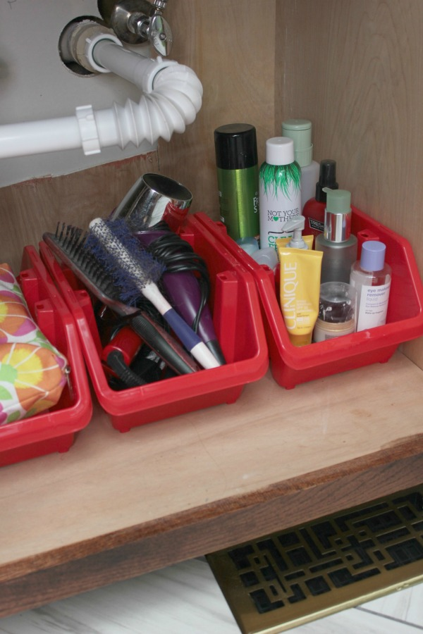 Bathroom Organization - more great storage ideas in the post! 5 Simple Storage and Organization Ideas that are Life-Changing