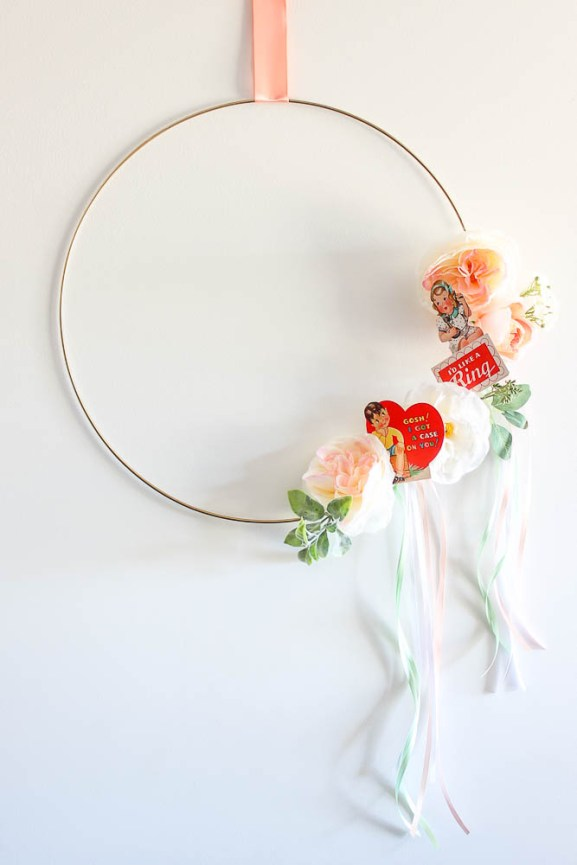 Easy Valentine Decorations - this wreath uses printable vintage valentines and you can make it in under 10 minutes.