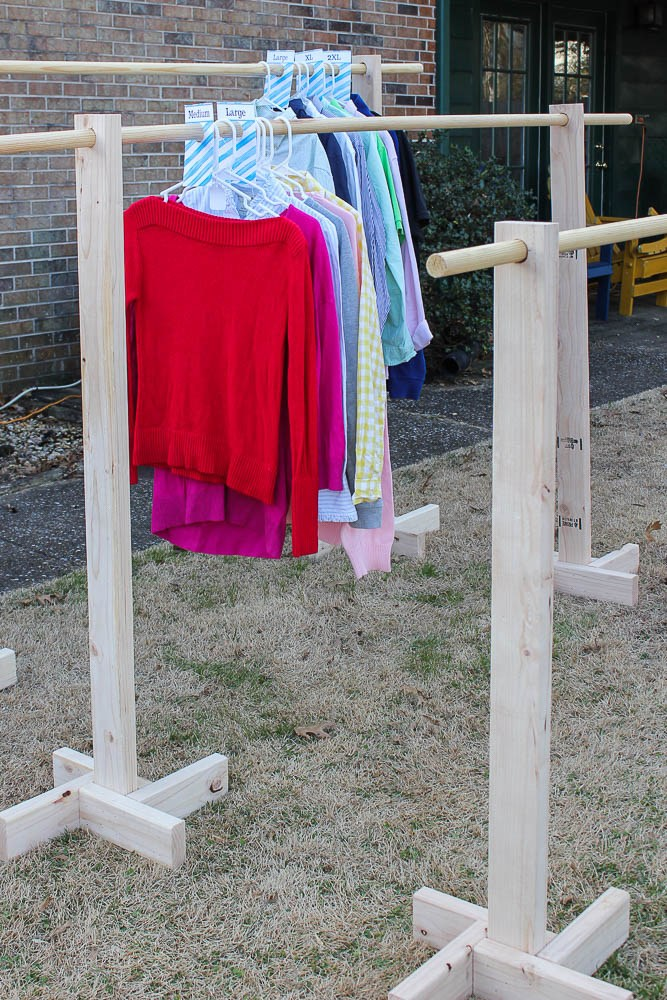 How to Make a Clothes Rack For a Yard Sale from 2x4s - Rain on a Tin Roof