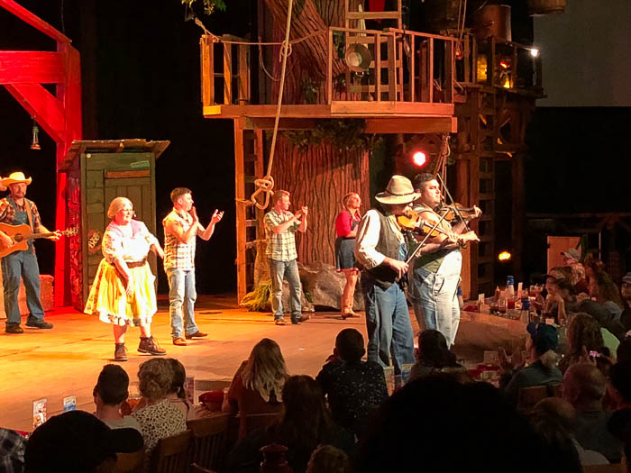 The Hatfield and McCoy Dinner Feud - Dinner Show in Pigeon Forge, TN