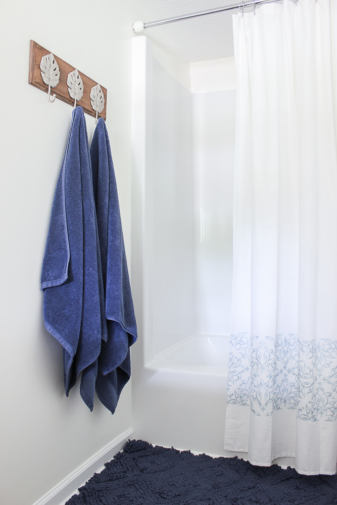 Blue and White Bathroom Decorating