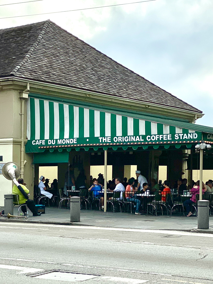 Things for Kids to do in New Orleans - Cafe du Monde