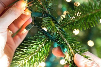 how-to-put-lights-on-christmas-tree