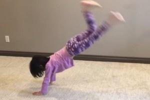 運動影片-大人小孩都能做的四個燃脂全身運動