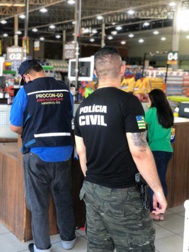 Polícia Civil e Procon fazem operação em Mineiros contra aumento abusivo de preços nos supermercados