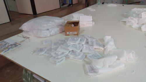 Decon e Vigilância Sanitária apreendem máscaras descartáveis em fábrica de Aparecida de Goiânia
