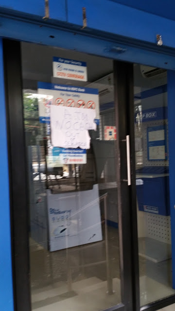 """Another HDFC ATM. The sign on the door says """"ATM. No Cash. Out of Service."""""""
