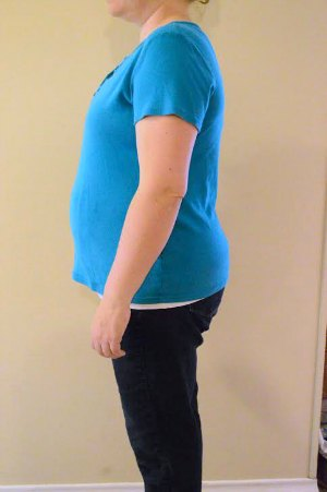 My favorite diastasis recti splint from The Tummy Team hardly shows through in my clothing, and it is oh so comfortable! | RaisingArrows.net