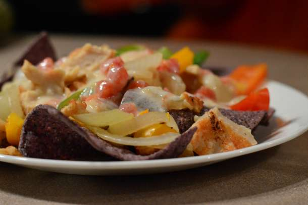 Chicken Fajita Nachos {THM E} | RaisingArrows.net