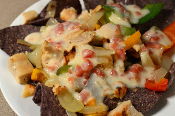 Chicken Fajita Nachos (all natural ingredients, THM friendly with E & S Options) | RaisingArrows.net