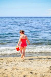 beach hacks for single moms | beach safety tips | single mom | tips for moms |