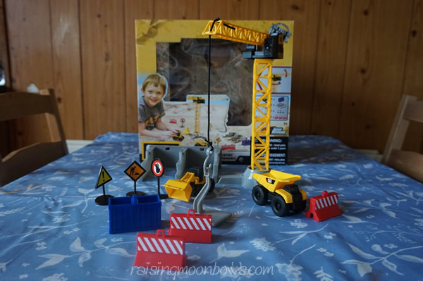 CAT Mini Machines PlaySet Review - unboxed