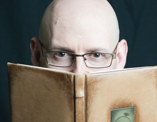 Brad Meltzer combines a passion for storytelling with history to create best-selling books.