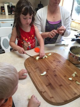 Cutting the apples