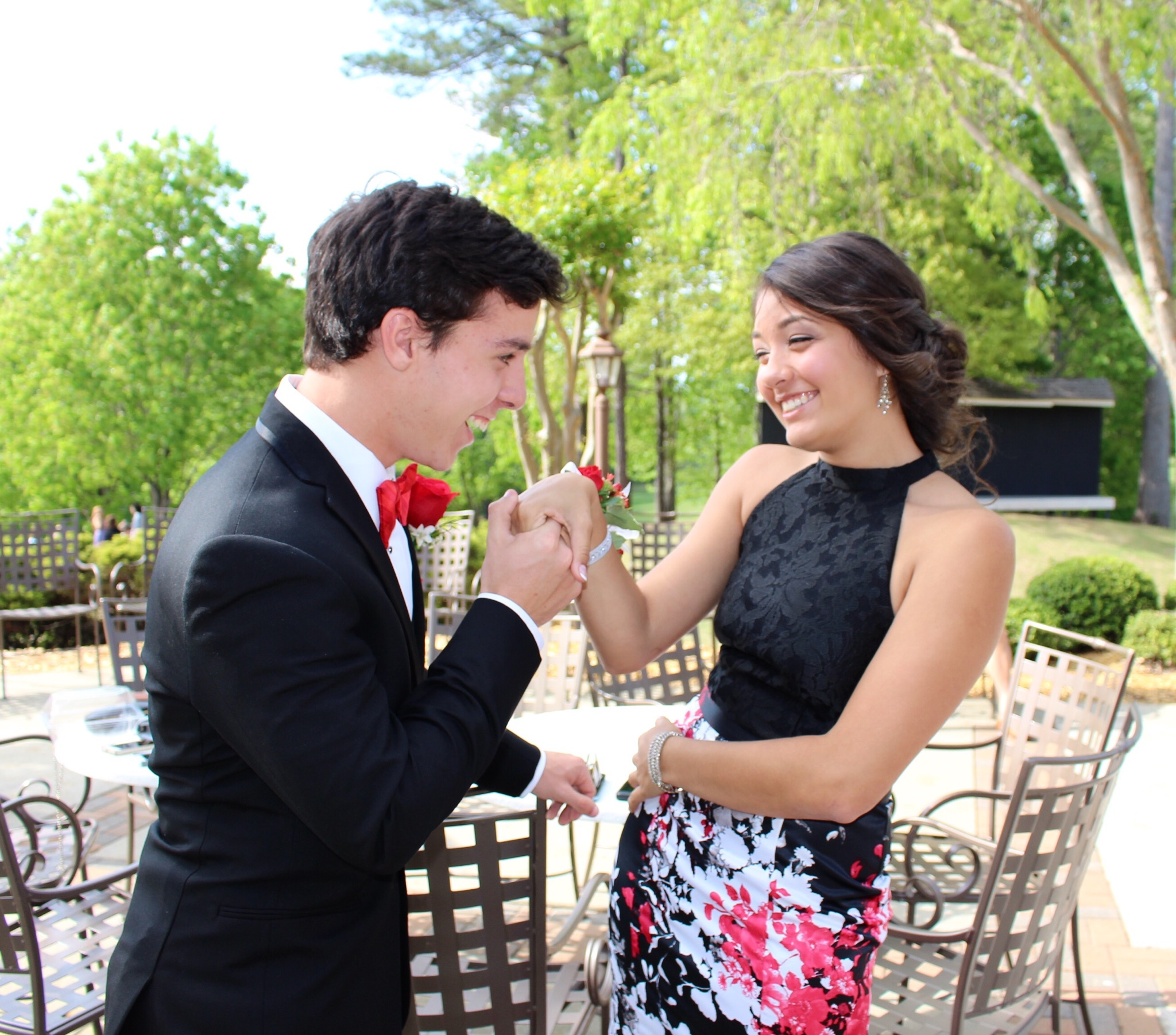 How to Take Prom Pictures photo